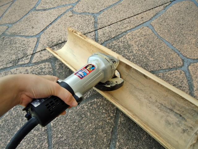 竹の節を削って